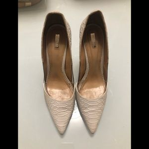 Schultz embossed white leather heels!
